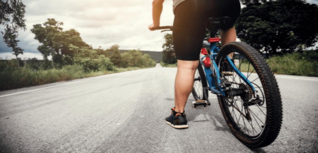 Un cycliste en plein entraînement