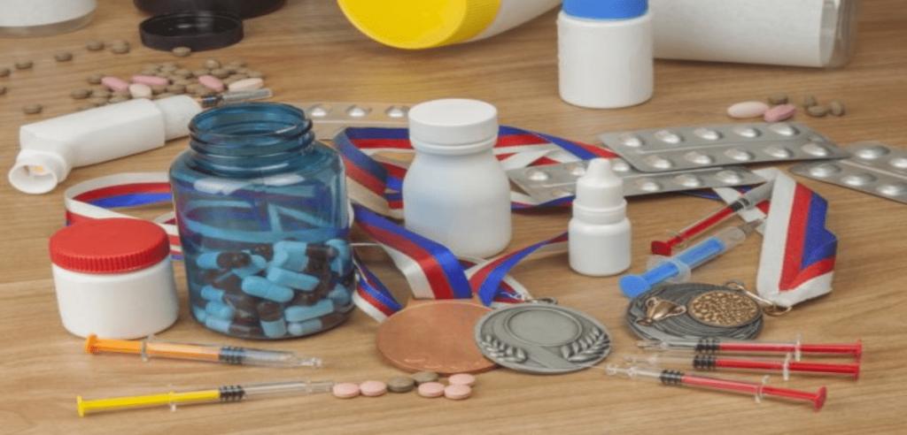 pilules, boîtes de médicaments et piqûres qui favorisent le dopage d'un sportif