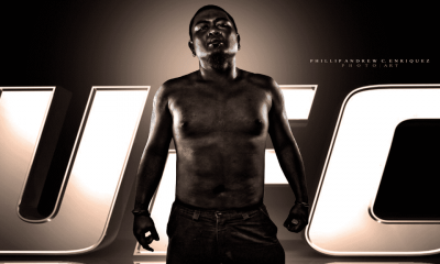 Photo d'un homme torse nu avec fond noir ufc